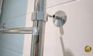 Как крепить полотенцесушитель