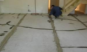 Как положить линолеум на бетонный пол: способы укладки, инструкция, видео, сварка стыков, фиксаторы