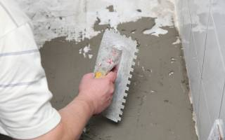 Выравнивание пола плиточным клеем: как выровнять под линолеум