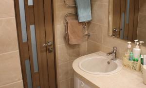 Впихнуть невпихуемое, или «Стиралка» в маленькой ванной