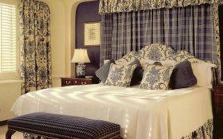 Узнайте как правильно подобрать шторы для спальни в стиле прованса